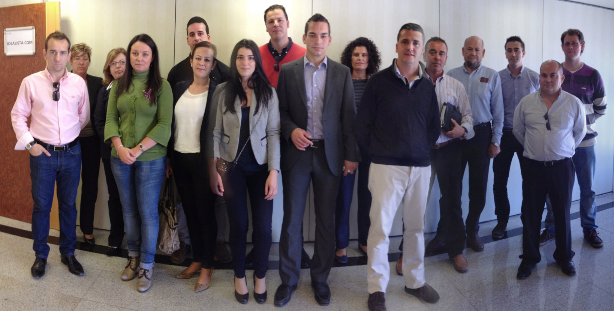 Fotos de familia de los cursos de idealista en 2012 coordinados por la oficina de málaga
