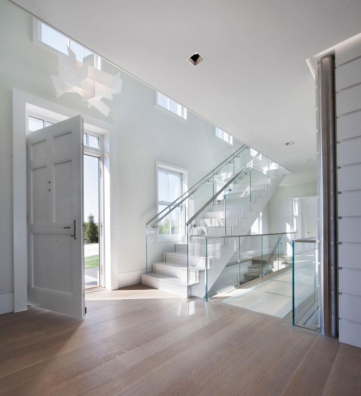 Casas de ensueño: una vivienda sobria por fuera pero divertida por dentro (EEUU)