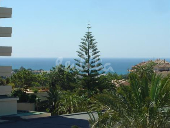 vistas al mar desde un apartamento de marbella, en málaga