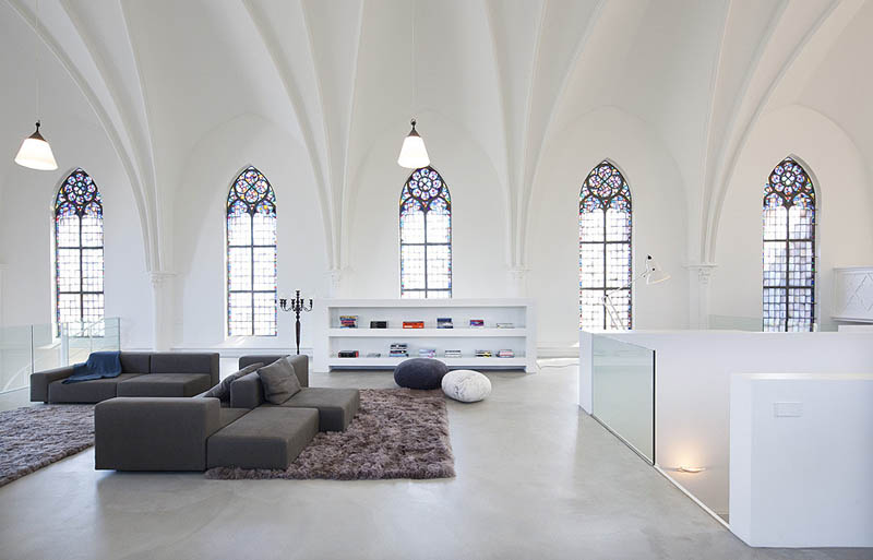 interior de la antigua iglesia en utrecht