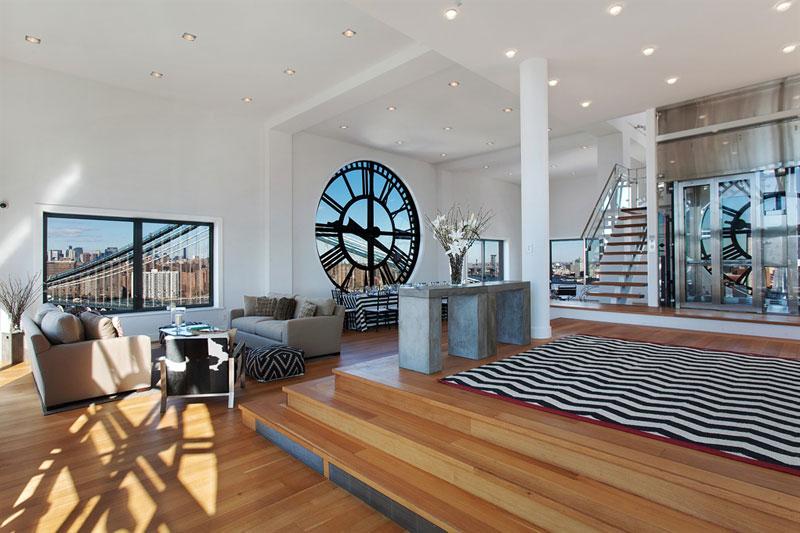 interior del tríplex de lujo con vistas de brooklyn