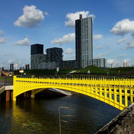 el puente que aparece en el billete de 200 euros (vía dezeen)