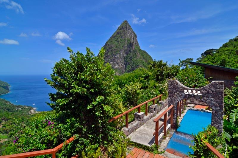 vistas del exterior del resort ladera en la isla de santa lucía