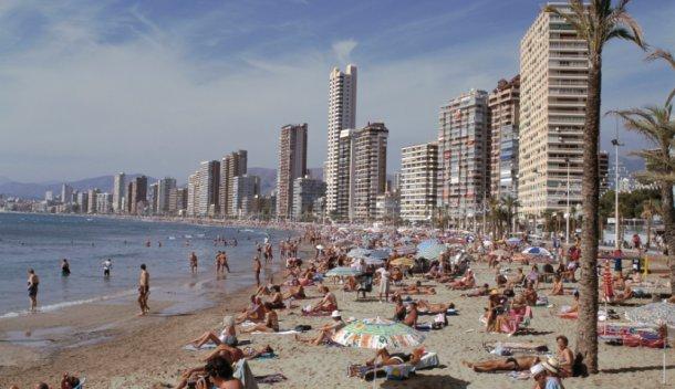 una playa de benidorm