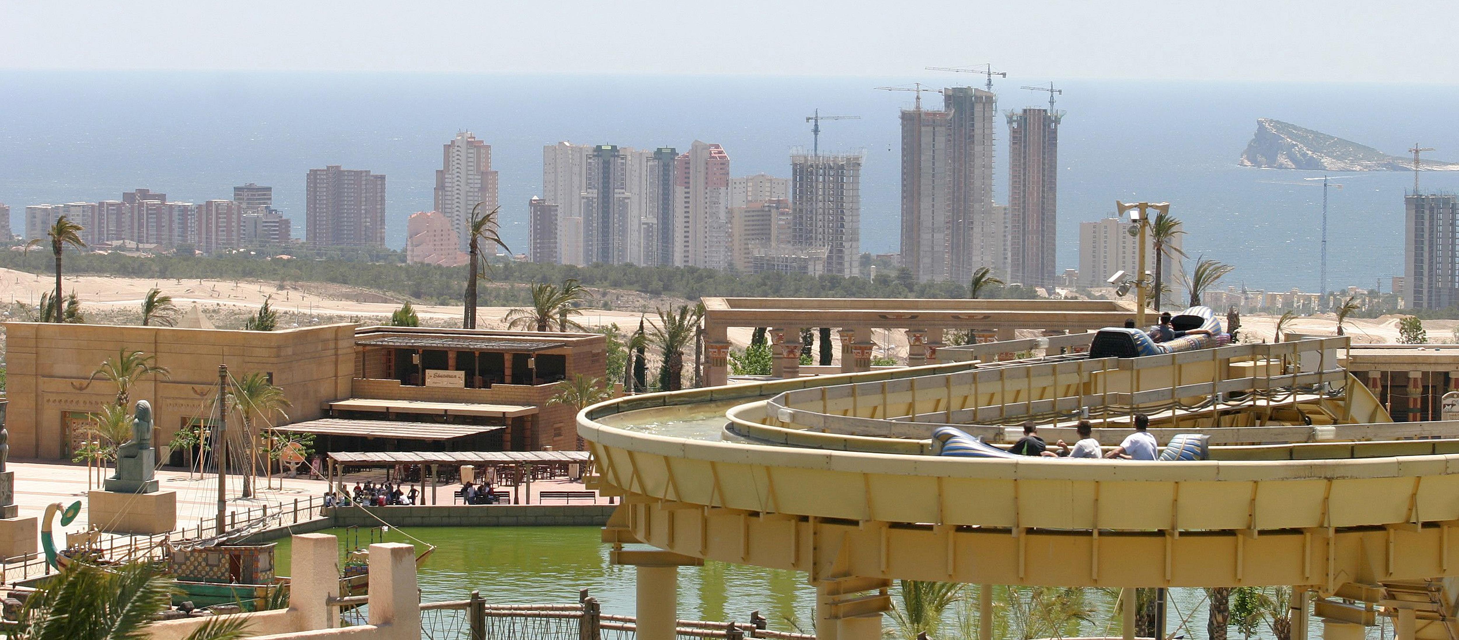 La banca se enfrasca en una guerra de precios de pisos en for Pisos de bancos en la playa