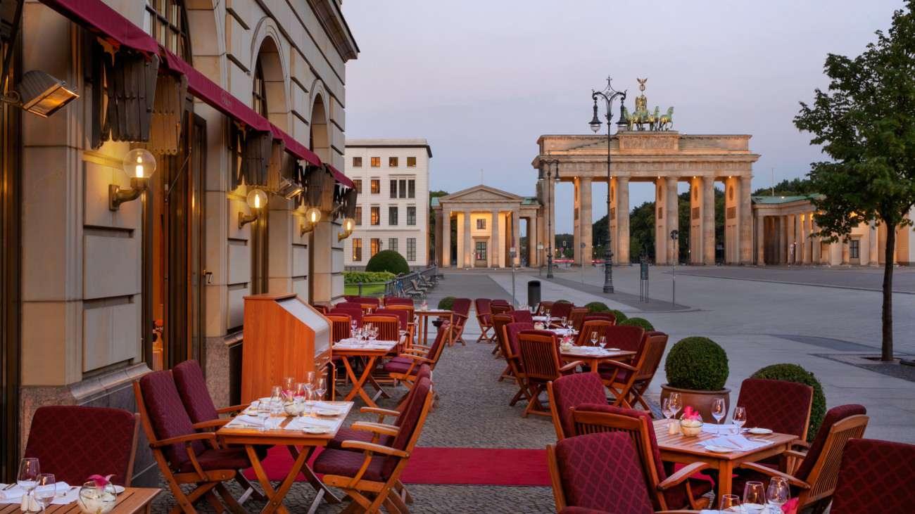 Hoteles con encanto elegancia sobria frente a la puerta for Hoteles en la puerta