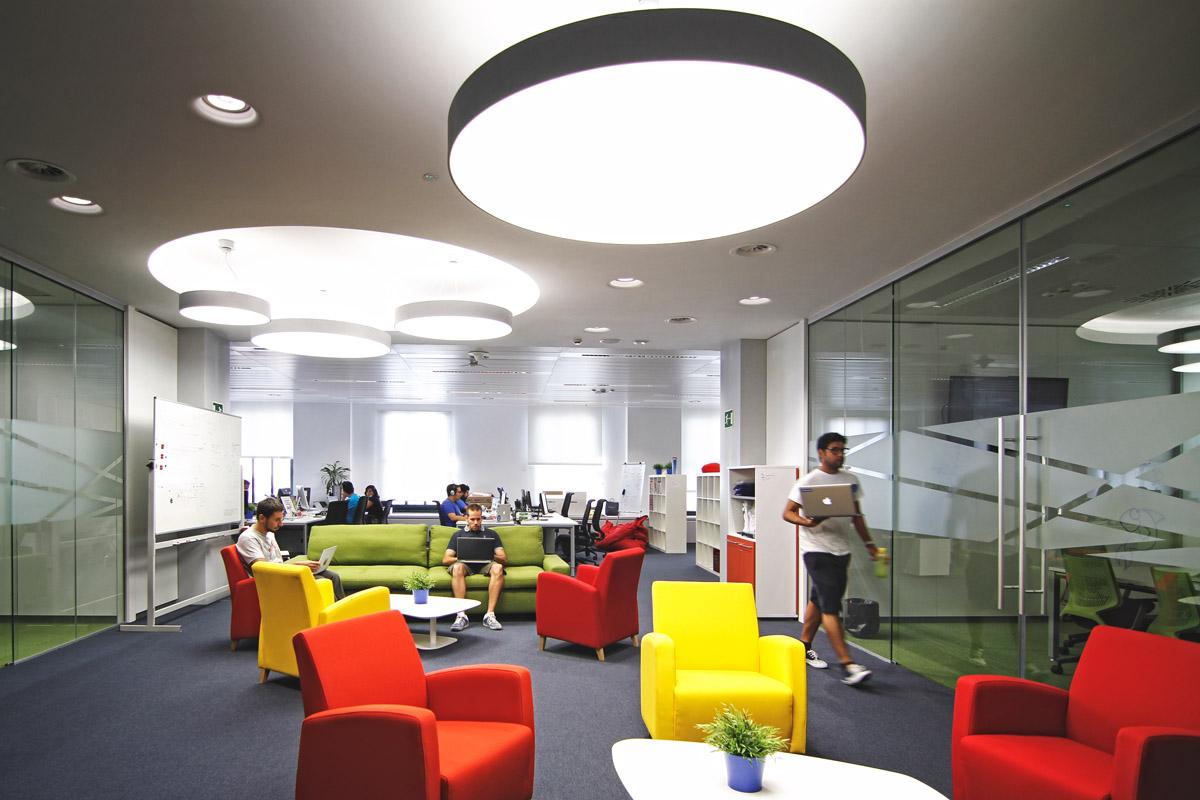 Tuenti fotos de las nuevas oficinas en la gran v a de for Oficinas de axa en madrid