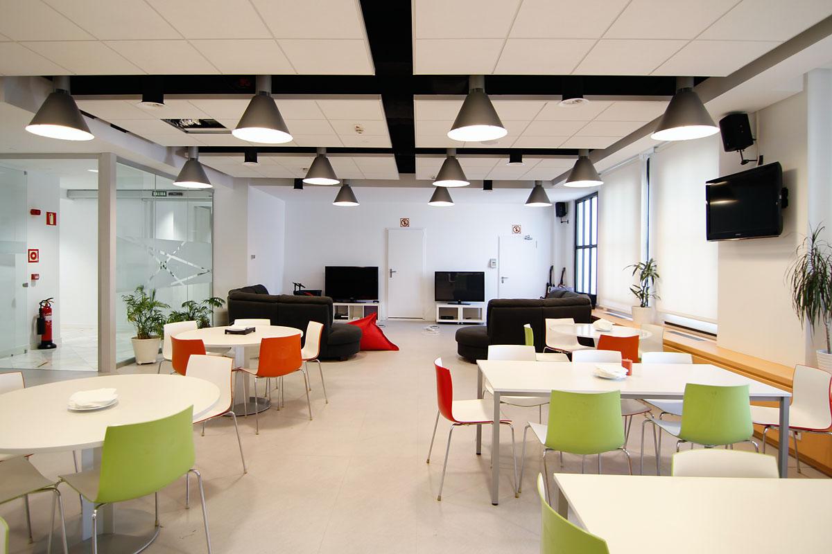 Tuenti fotos de las nuevas oficinas en la gran v a de madrid idealista news - Idealista oficinas madrid ...