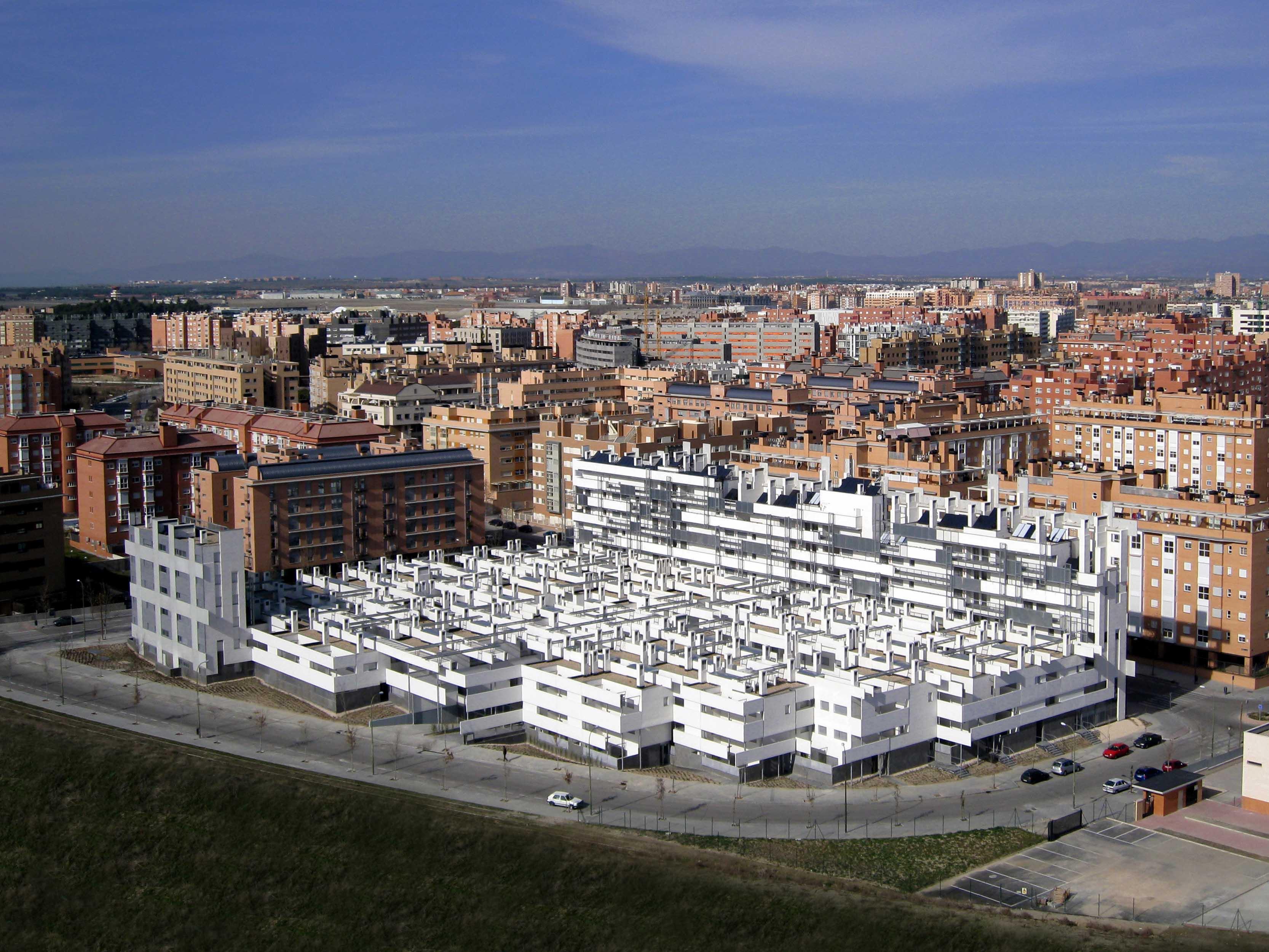 vista aérea de la promoción 'carabanchel 11'. foto: ayuntamiento de madrid