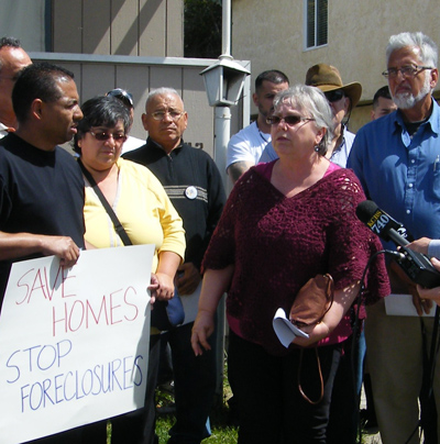 la alcaldesa de richmond durante una concentración contra los desahucios. foto: ci.richmond.ca.us