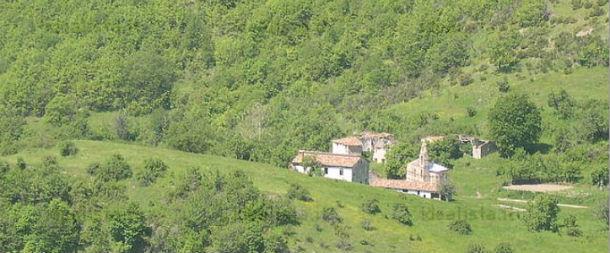 """vista panorámica del pueblo medieval """"borgo valle piola"""""""