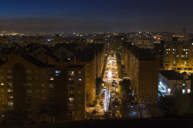 blackstone y goldman sachs pujan por hacerse con los chollos del mercado inmobiliario español