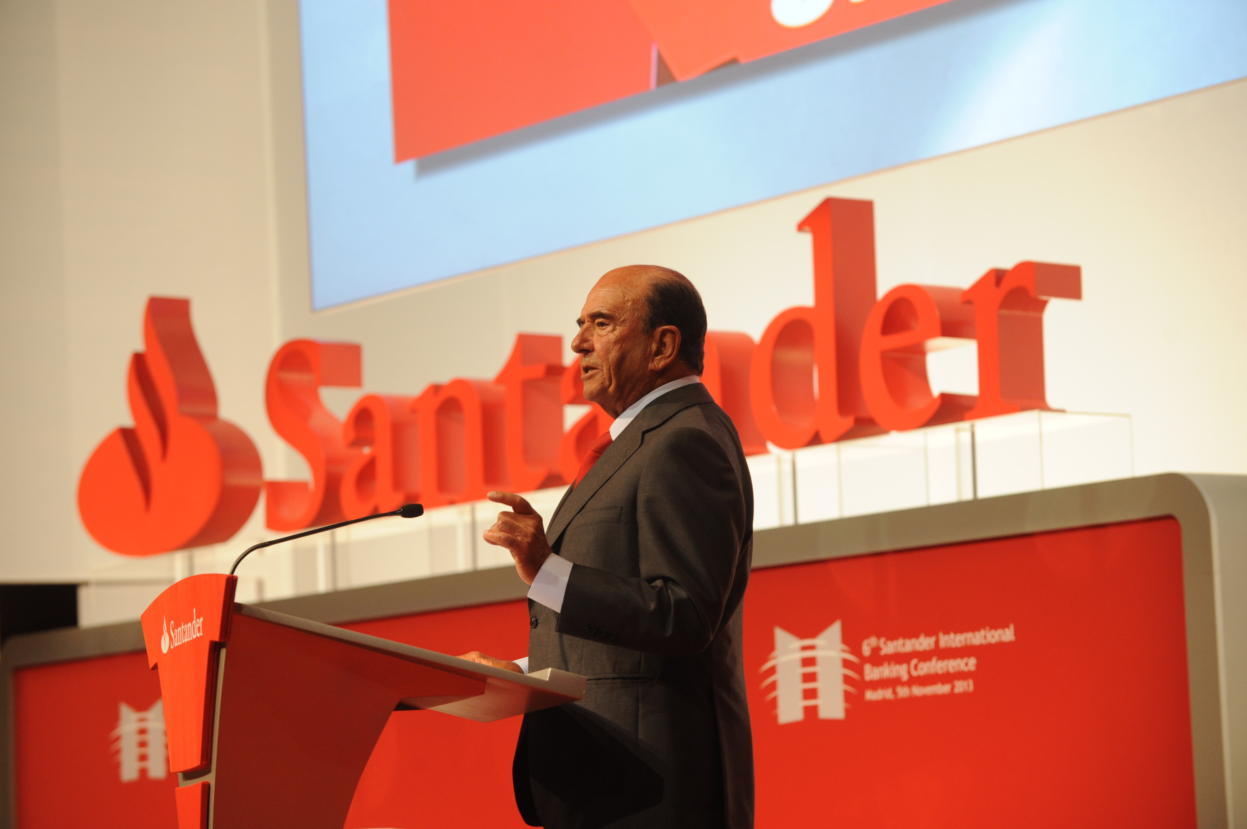 El banco santander embarga a los fondos a los que prest for Oficinas banco santander zaragoza capital