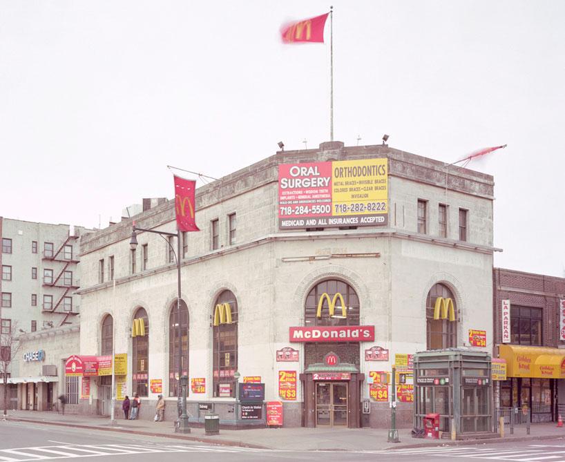 De banco a iglesia o mcdonald s la triste metamorfosis de for Buscador oficinas bancarias
