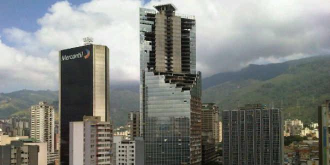 con 45 plantas y 190 metros de altura, la torre de david es el tercer edificio más alto de caracas y el octavo de latinoamérica