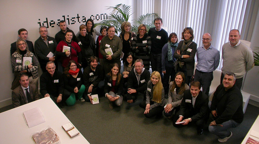 foto de familia de uno de los cursos de idealista en 2013