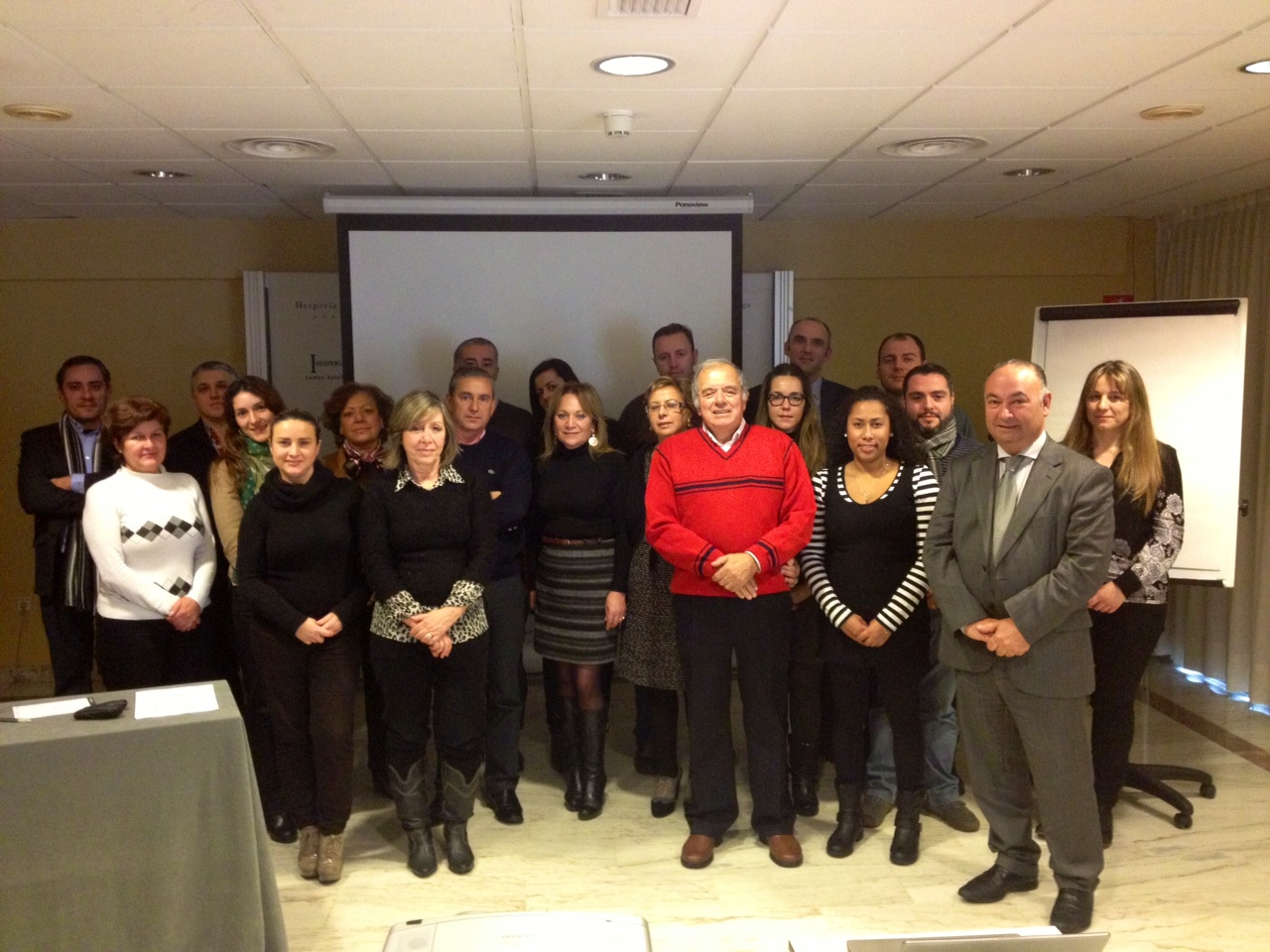 Fotos de familia de los cursos de idealista en 2013 coordinados por la oficina de Madrid