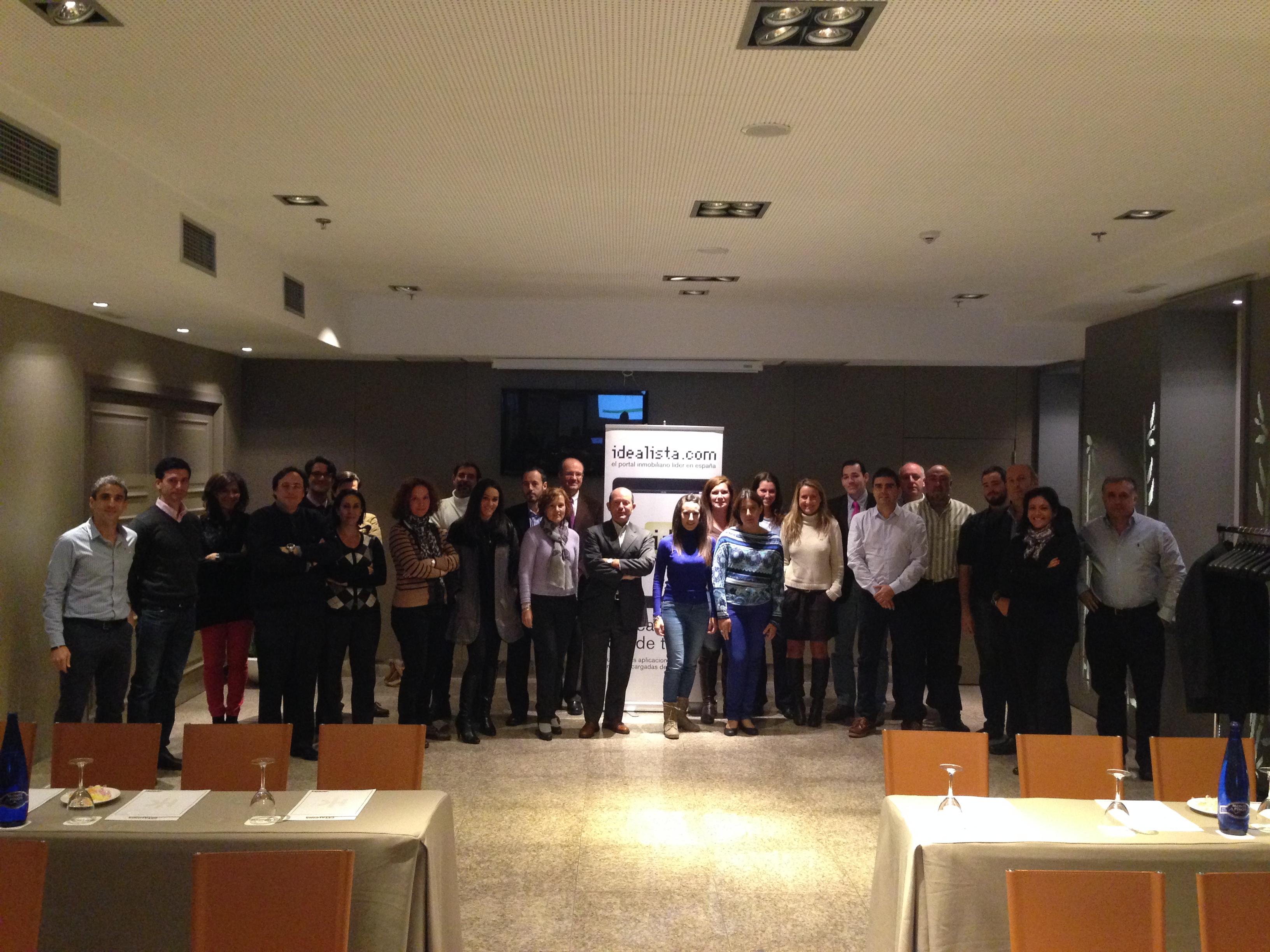 Fotos de familia de los cursos de idealista en 2013 coordinados por la oficina de madrid - Idealista oficinas madrid ...