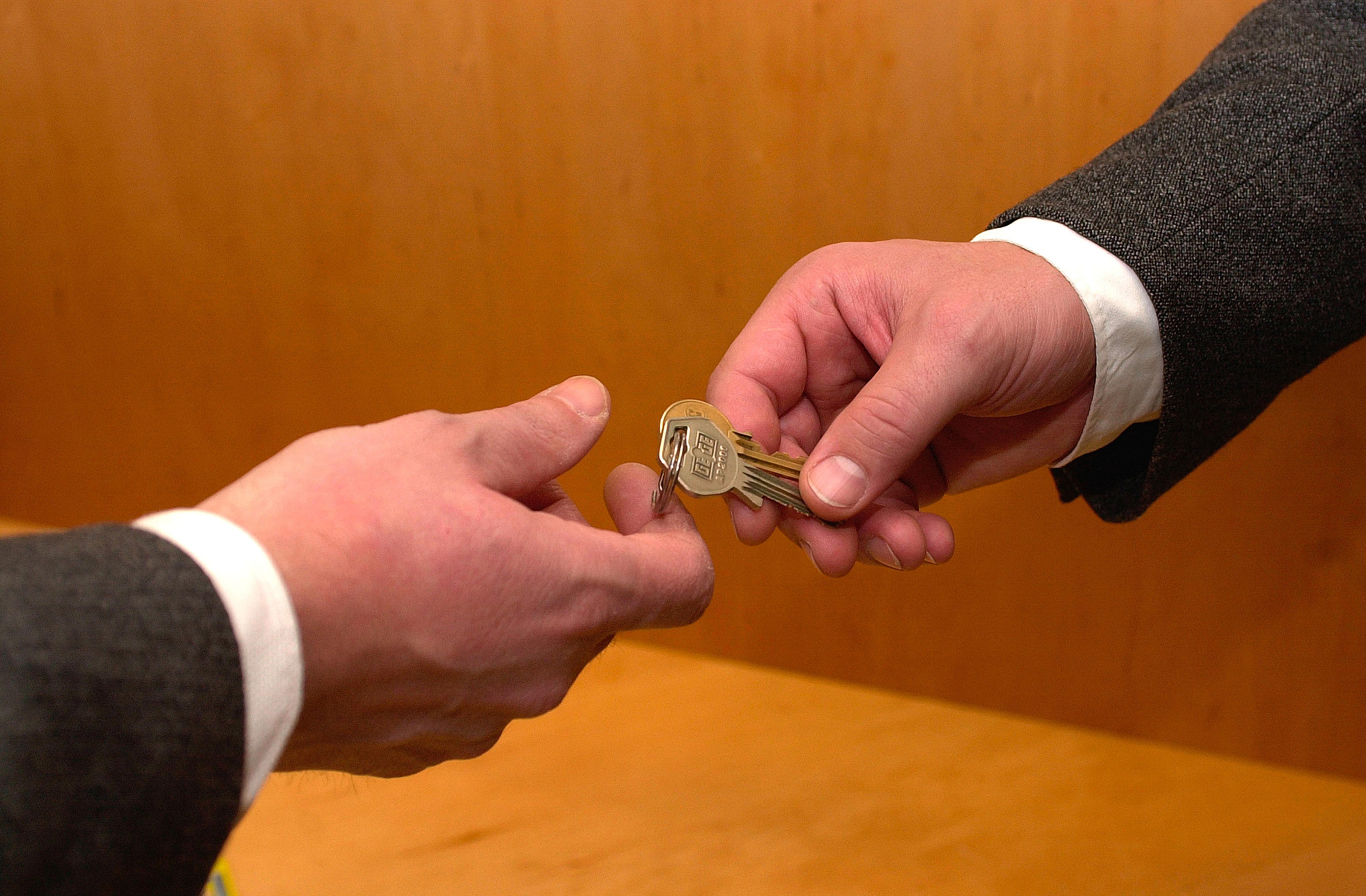 qué pasa con el contrato de alquiler si hay cambios de inquilinos