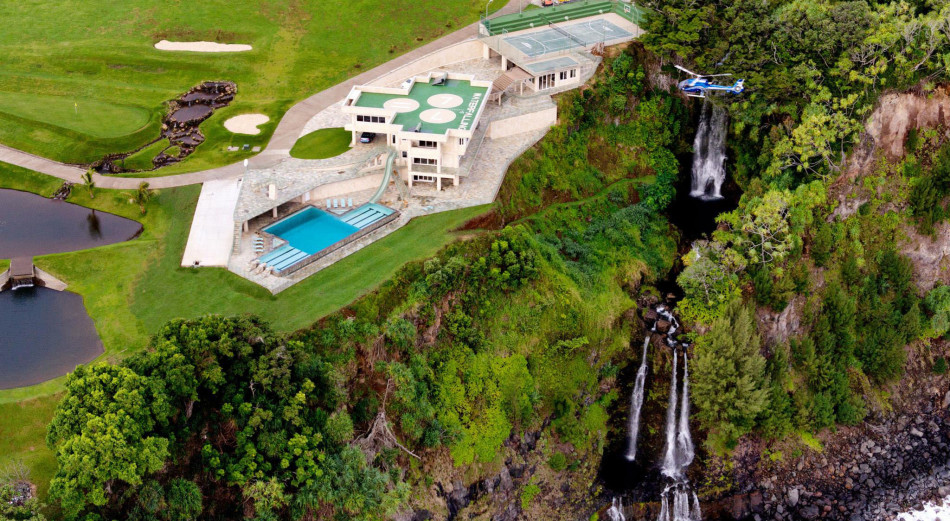 Casas de ensueño: una mansión con piscina olímpica, helipuerto, golf y mega-tobogán