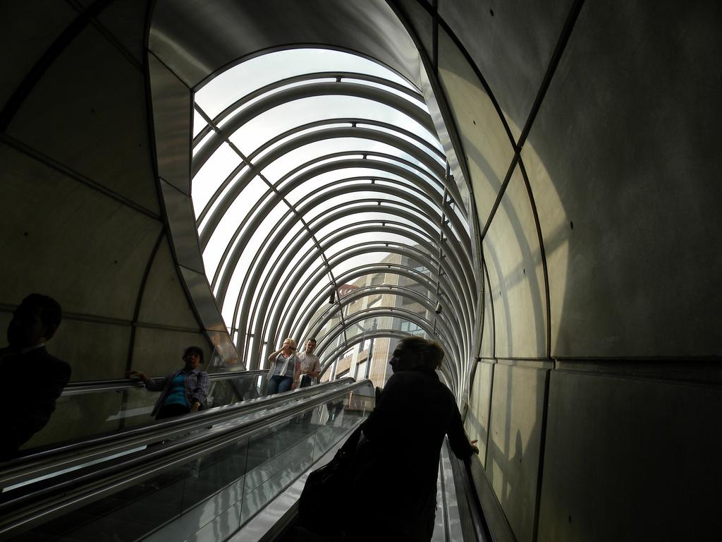 Conoces las estaciones de metro m s espectaculares de for Oficinas bbva toledo