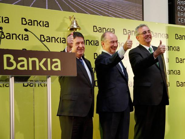 cúpula de bankia en su salida a bolsa. rodrigo rato, expresidente, en el centro de la imagen