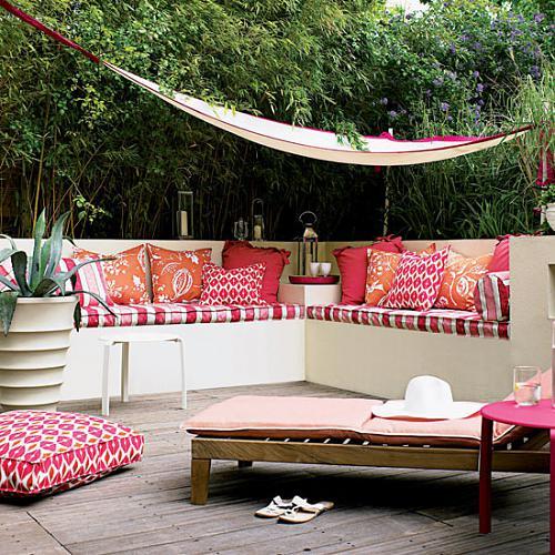 Ideas de decoraci n c mo convertir una peque a terraza o for Como decorar un patio con poco dinero