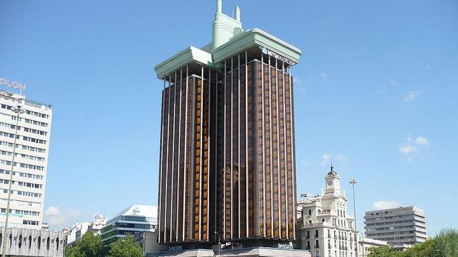 a partir del que se comenzaron a descolgar cada una de las plantas con las que cuentan estos dos edificios de metros de altura