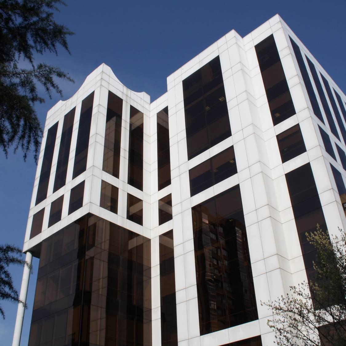 Lar espa a compra un edificio de oficinas en madrid y un for Oficinas de adeslas en madrid