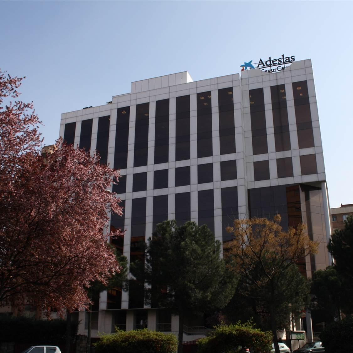 Lar espa a compra un edificio de oficinas en madrid y un centro comercial en albacete - Oficinas de adeslas en madrid ...