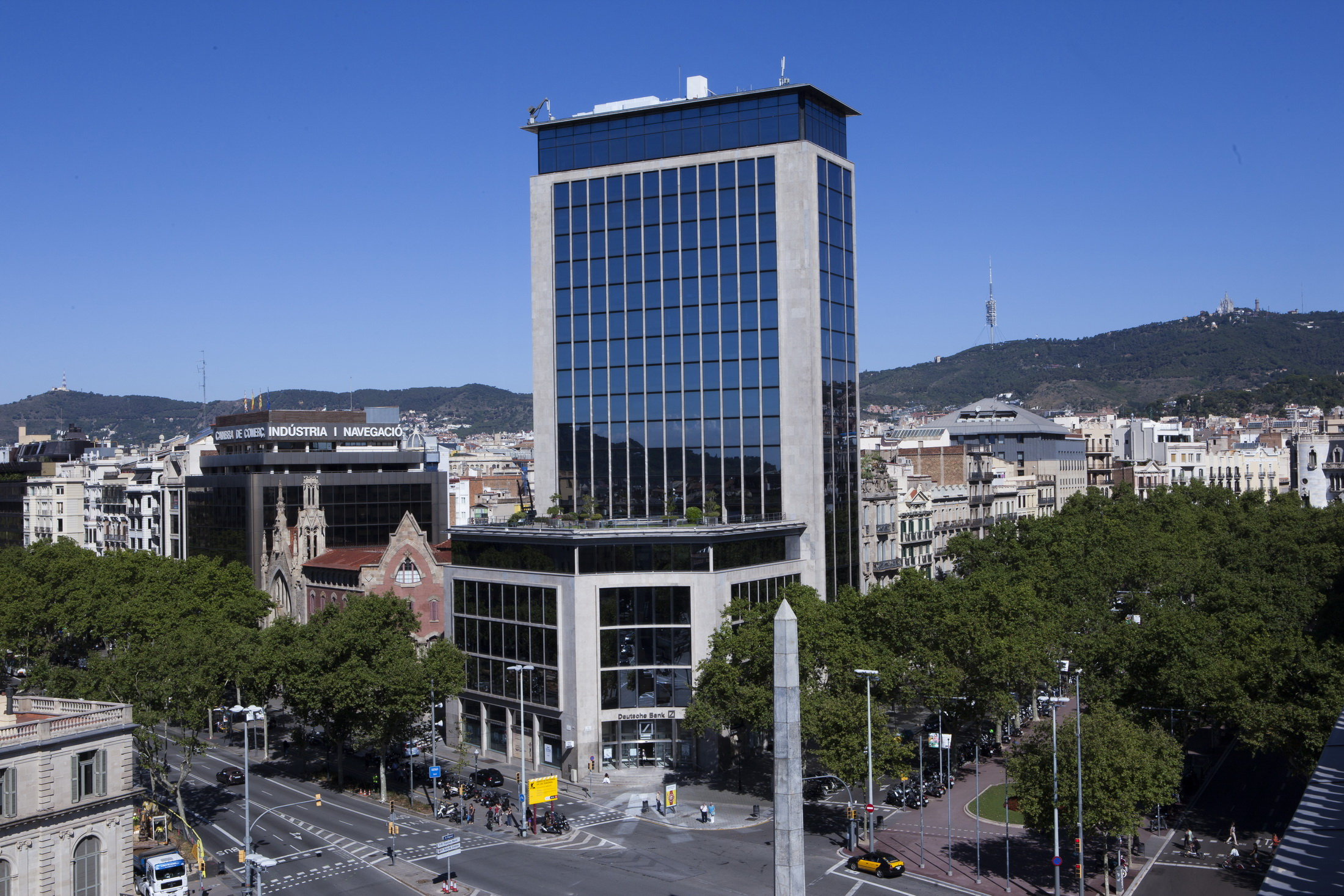 Kkh compra la sede de deutsche bank en barcelona para for Deutsche bank oficinas
