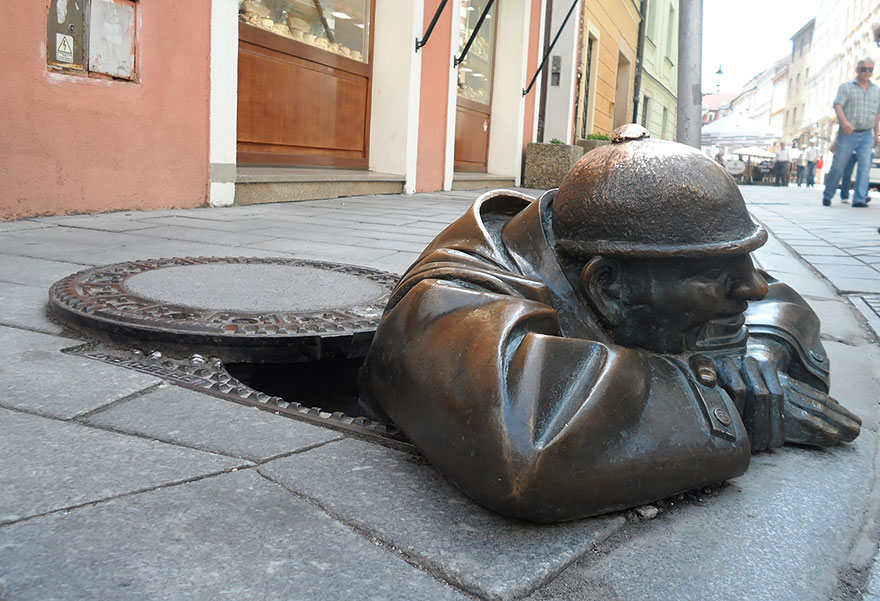 Hombre trabajando (Bratislava, Eslovaquia)
