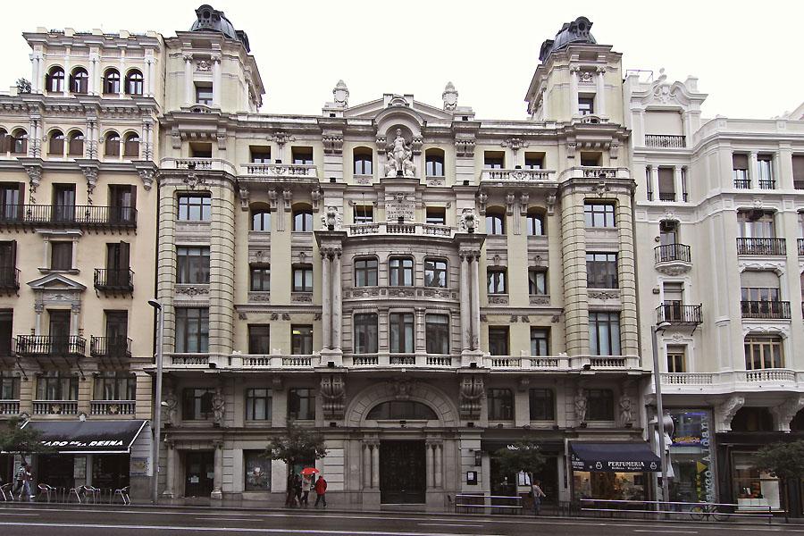 edificio número 10 de la Gran Vía de Madrid (foto: Luis Manzano/Idealista News)