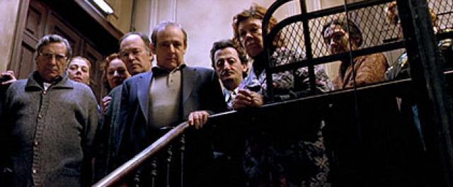 imagen de la película 'la comunidad' de alex de la iglesia
