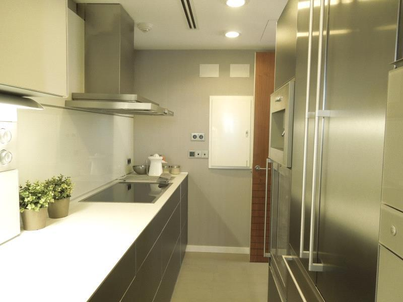 10 cocinas modernas con estilo en casas a la venta for Cocinas modernas precios