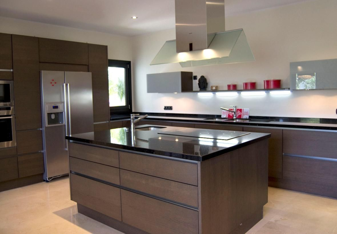 10 cocinas modernas con estilo en casas a la venta for Cocinas espectaculares modernas