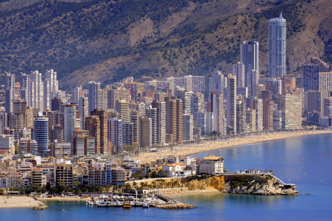 La costa mediterránea, el agujero negro del sector inmobiliario español: las casas valen hoy un 51,1% menos que en 2007