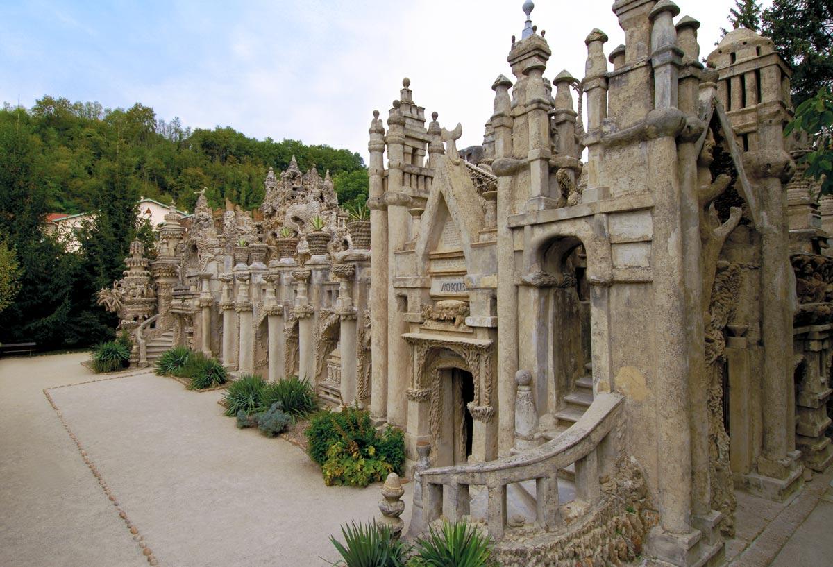 Palacio ideal construído en el año de 1912, por Ferdinand Cheval, un cartero francés de 43 años.
