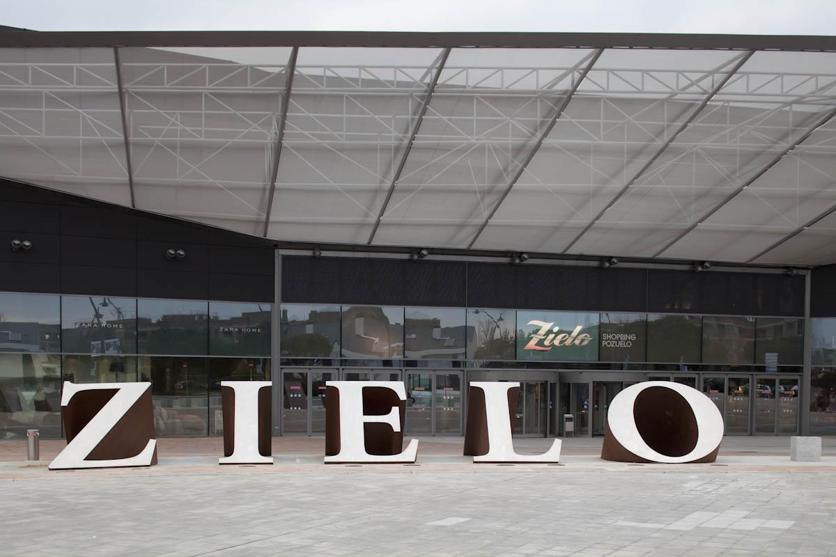 Entrada principal del Zielo Shopping