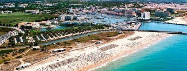 Catalunya banc cierra la venta de un resort de lujo en el for Catalunya banc oficinas