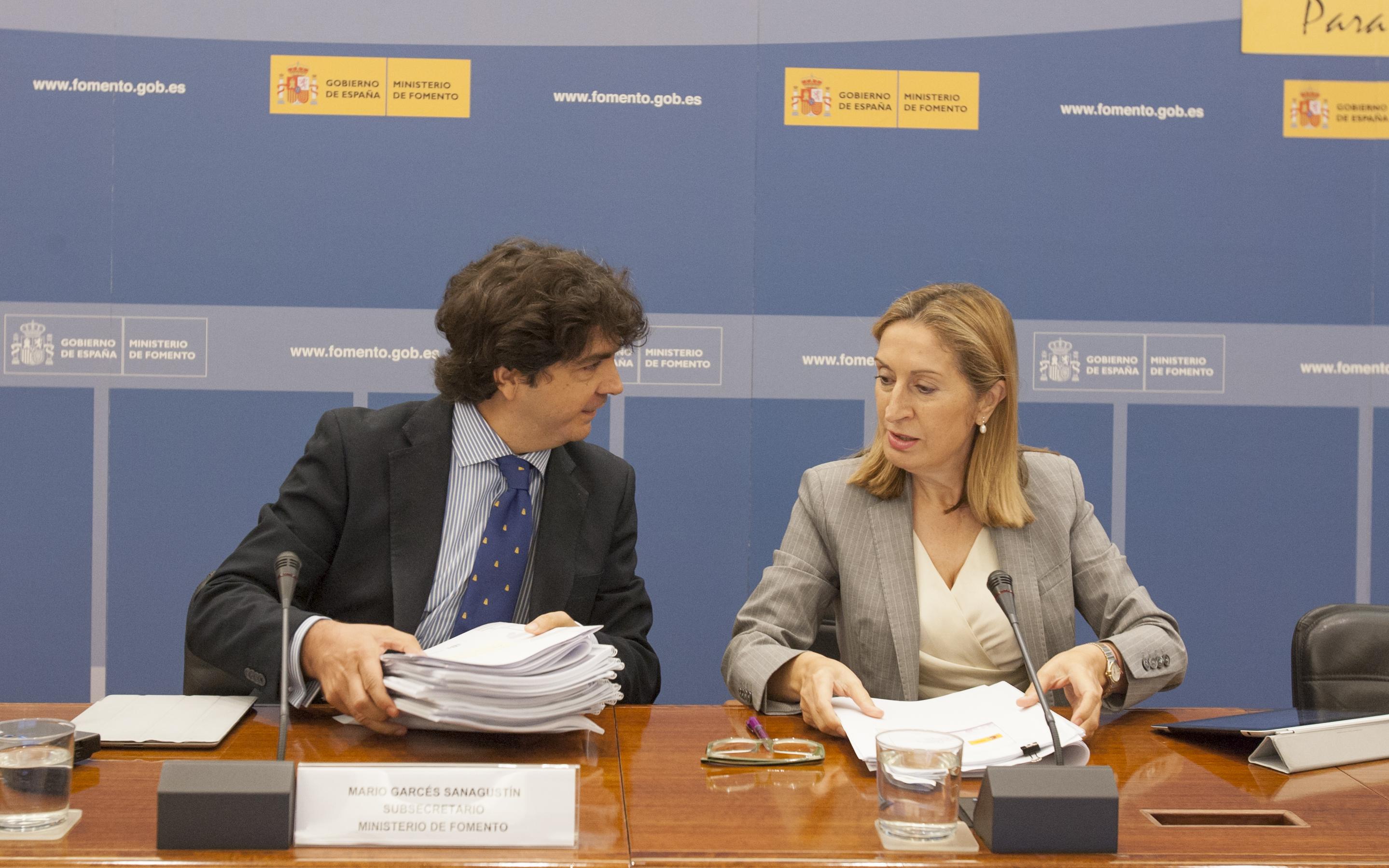 Mario Garcés, subsecretario de Fomento, y Ana Pastor, Ministra de Fomento