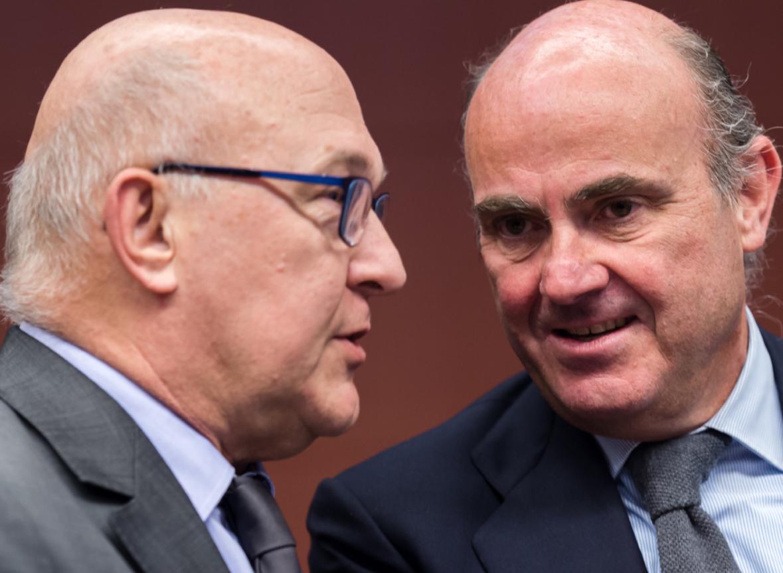 A la derecha, Luis de Guindos, ministro de Economía; a la izquierda, Michel Sapin, su homólgo francés