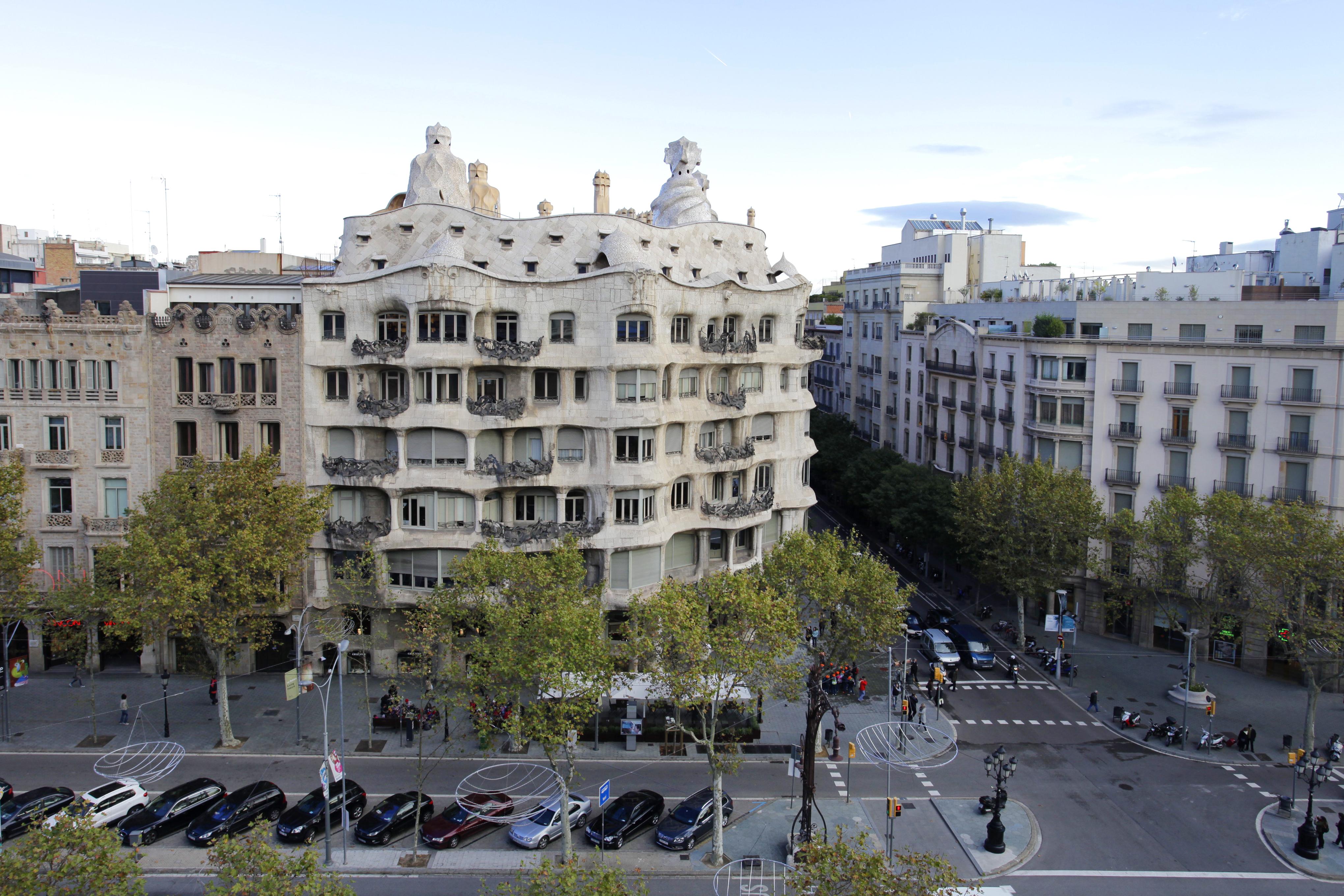 la demanda de vivienda de lujo en barcelona por nacionales supera a la extranjera por primera vez en aos