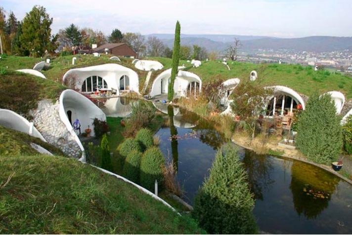 Earth Houses, una urbanización de 90 casas de lujo que se funden con la naturaleza.