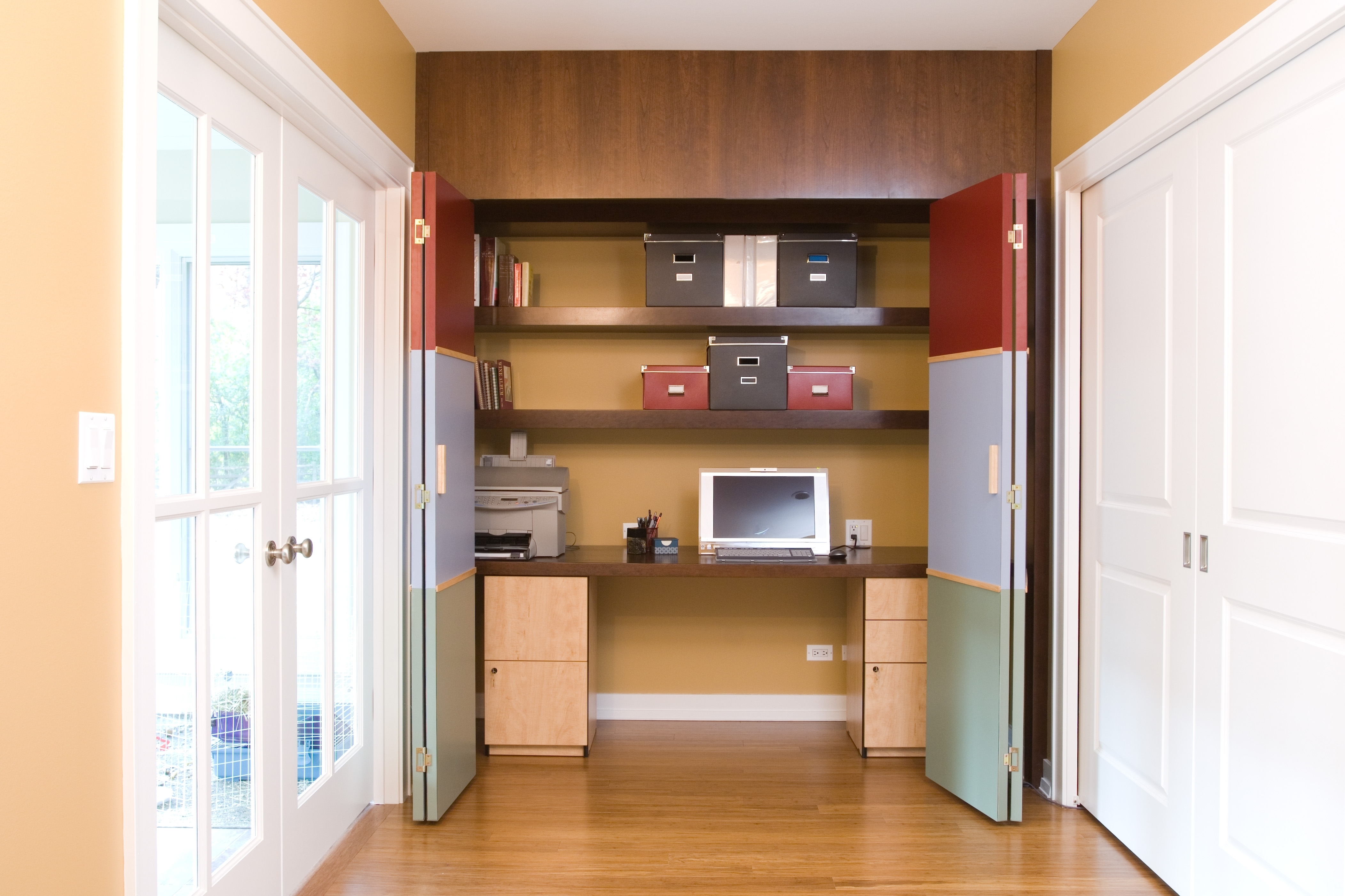 Ideas de decoraci n c mo conseguir que tu oficina for Hidden home office ideas