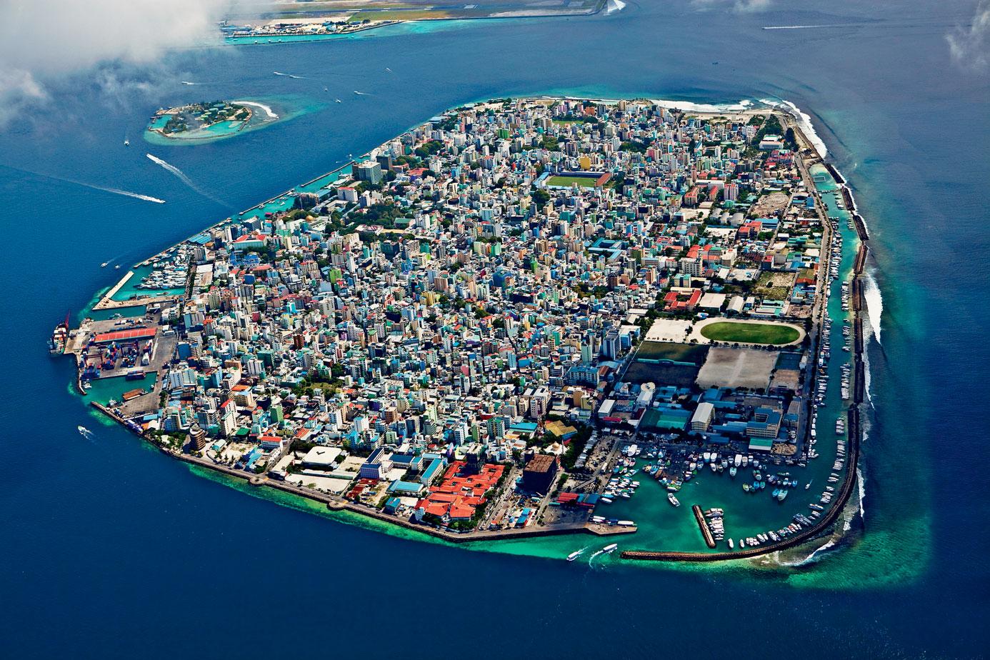 Aquí no cabe ni un alfiler (y menos una casa): las 10 islas más superpobladas del planeta