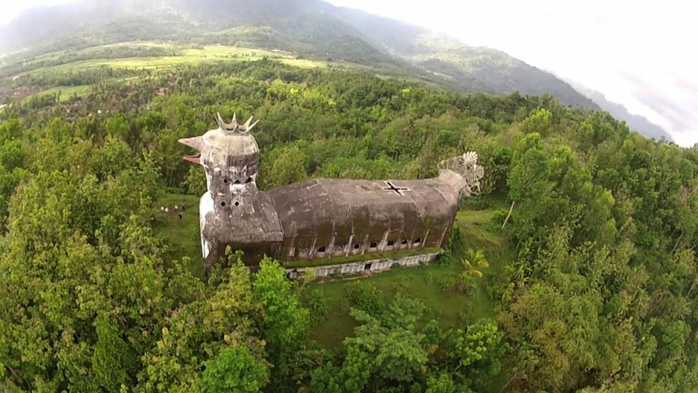 Iglesia con forma de pollo gigante