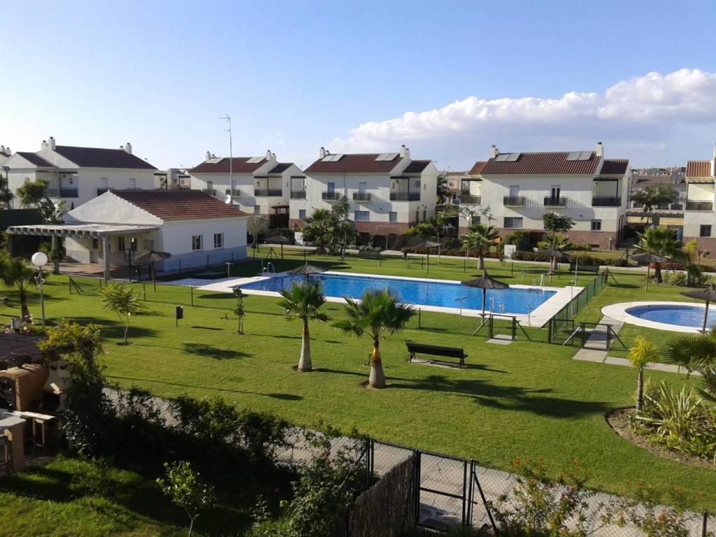 Los chalets en alquiler con piscina por menos de 900 euros for Piscina jerez de la frontera
