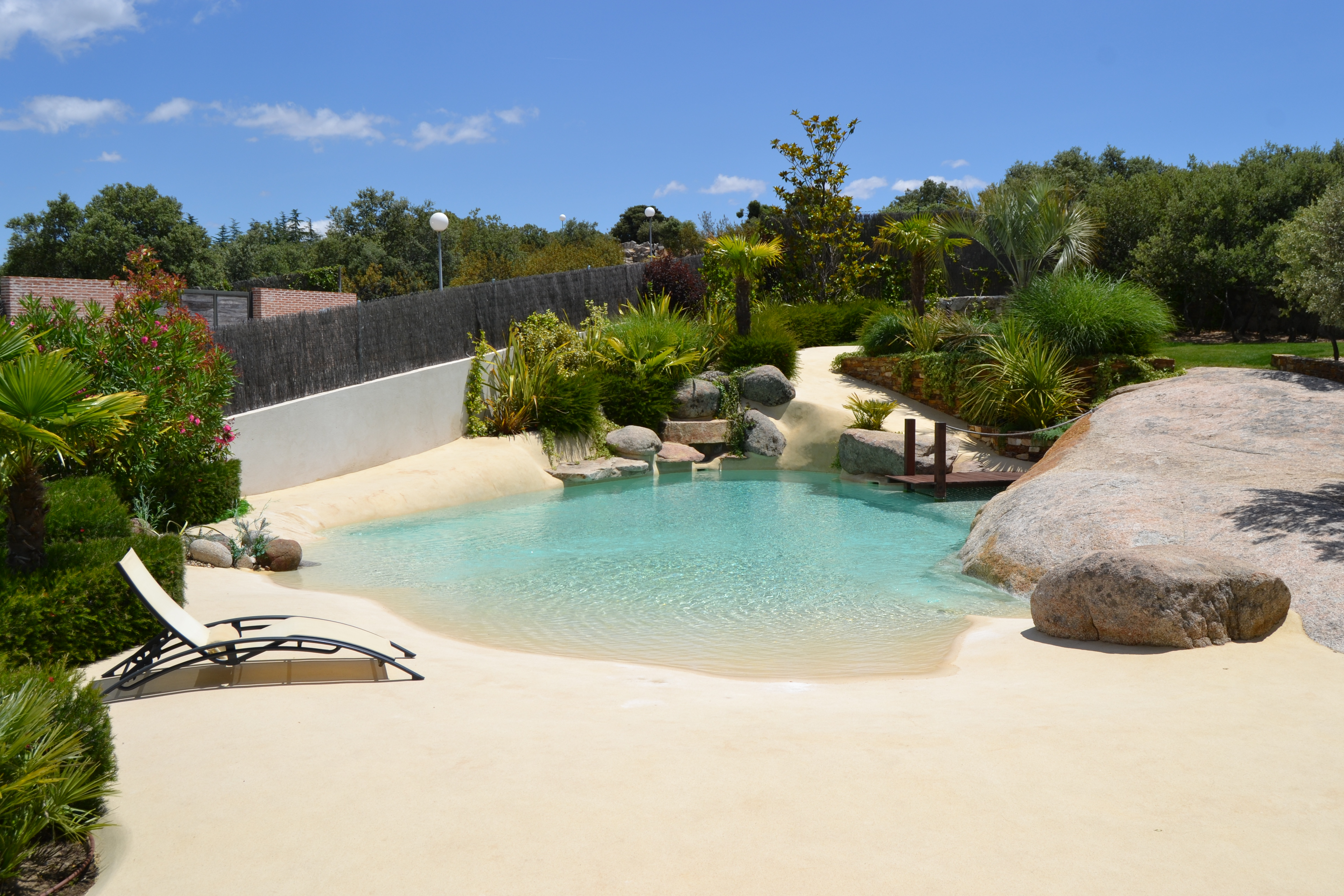 Piscinas de arena o c mo disfrutar de la playa sin salir for A forma di piani di casa con piscina