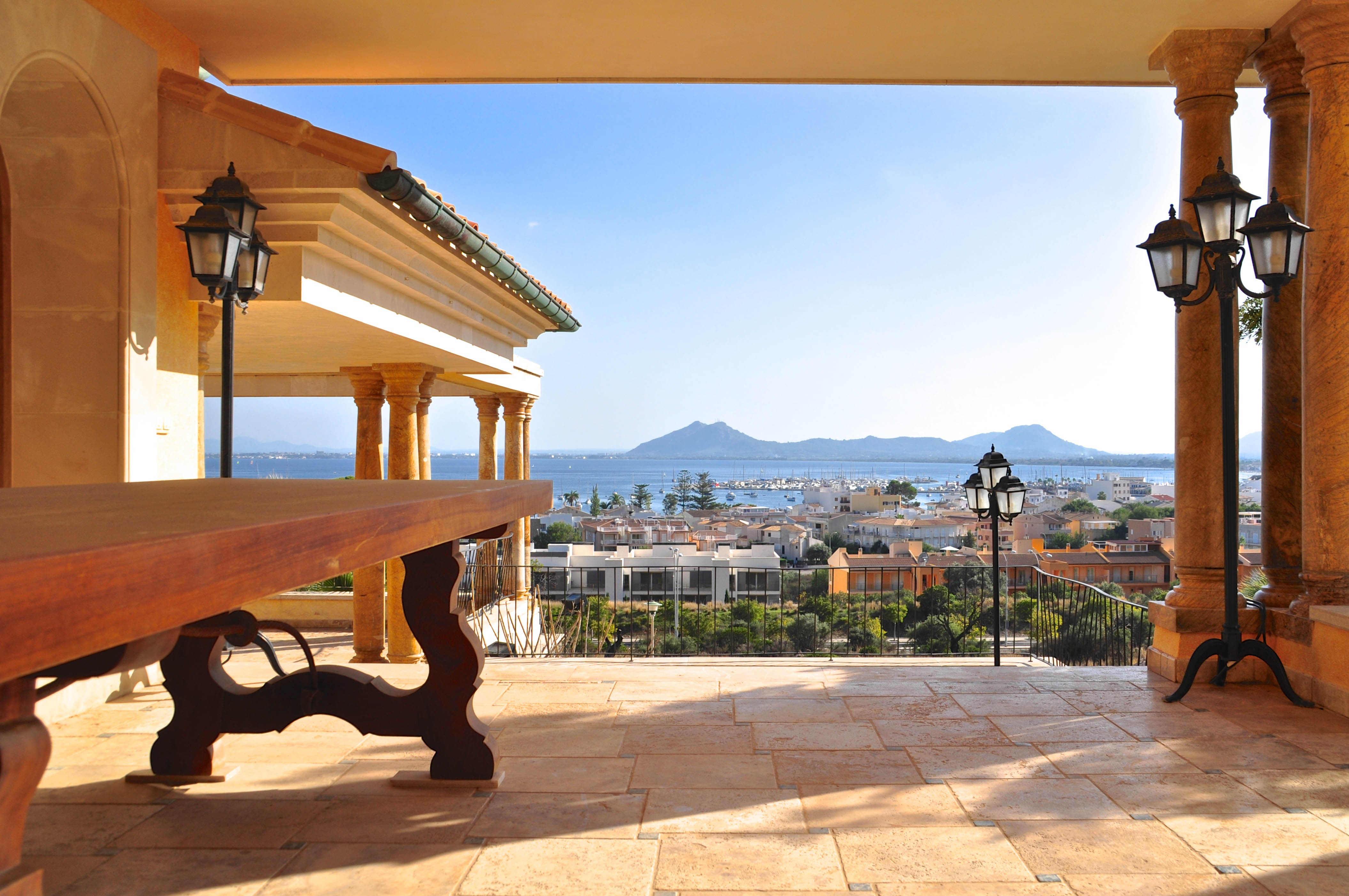 Sareb pone a la venta 2.000 viviendas en la costa española desde 46.200 euros